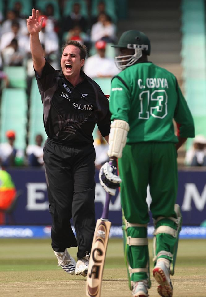 DURBAN, SOUTH AFRICA - SEPTEMBER 12:  Mark Gillespie of New Zealand appeals successfully for LBW against Steve Tikolo of Kenya with Collins Obuya of Kenya looking on during the ICC Twenty20 Cricket World Championship match between New Zealand and Kenya at Kingsmead on September 12, 2007 in Durban, South Africa.  (Photo by Hamish Blair/Getty Images)