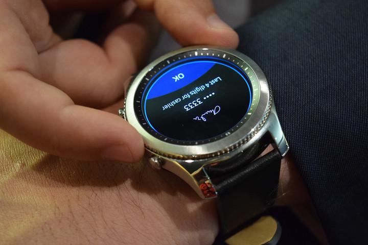 Hands-on--Samsung-Gear-S3-Classic-and-Gear-S3-Frontier-_0306