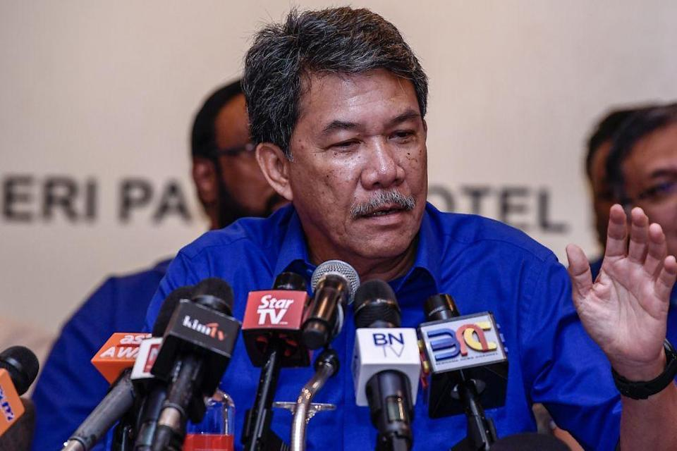 Datuk Seri Mohamad Hasan said that if the situation were allowed to deteriorate, only Umno and the Malays would end up being the casualties at the end of the party's upheaval. — Picture by Hari Anggara