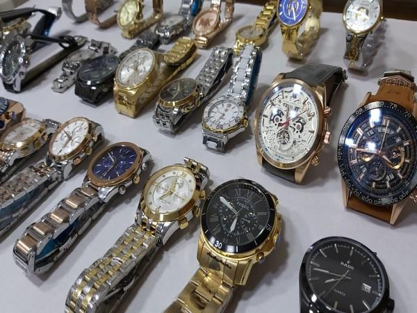 Four held with counterfeit branded watches worth over 16 lakh on Mumbai (Photo/ANI)
