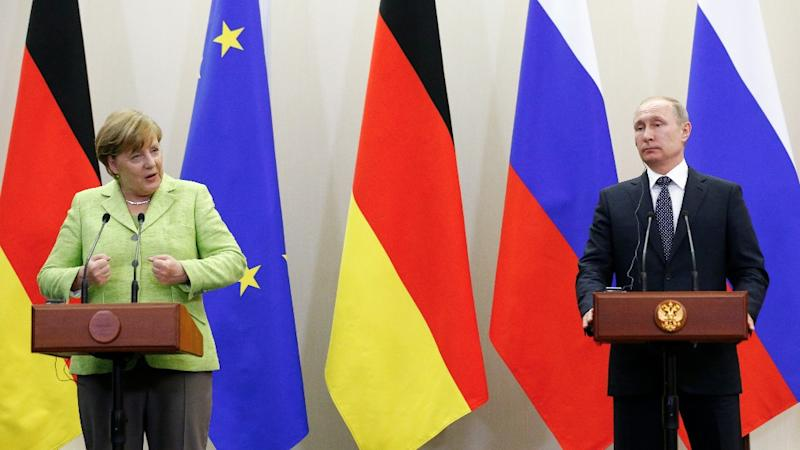 Putin, Merkel Struggle to Move past Differences in Tense Meeting