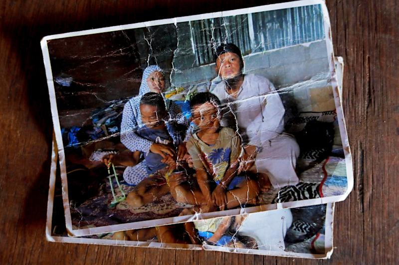 A picture shows the Acampong family after evacuating from Marawi City in 2017, Lanao del Sur province, Philippines. (Photo: Eloisa Lopez/Reuters)