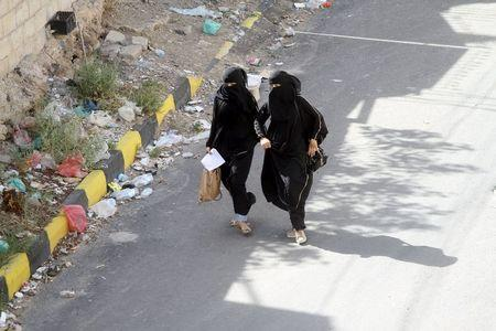 Women flee from an air strike on an army weapons depot in Yemen's capital Sanaa June 1, 2015. REUTERS/Mohamed al-Sayaghi
