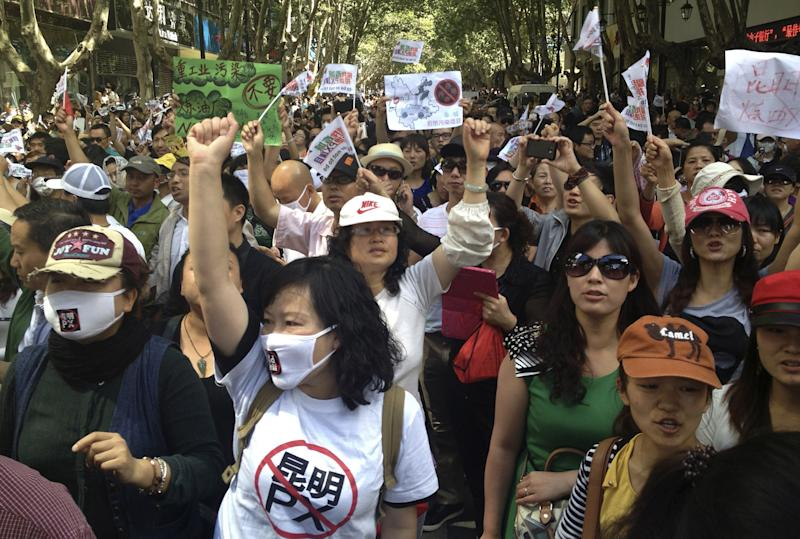 Residents shout 'Protest!' over refinery in China