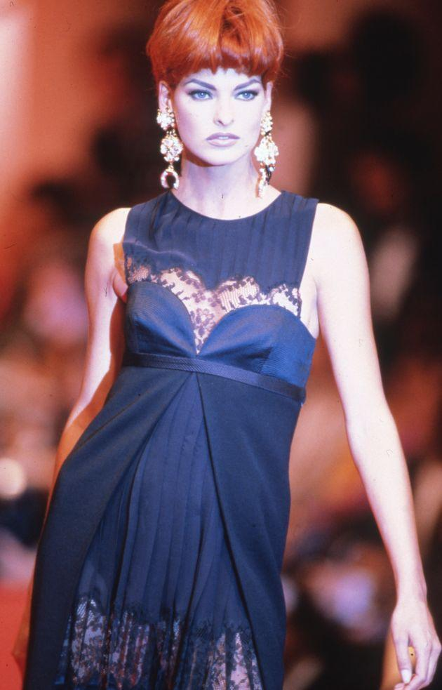 Linda Evangelista walks the runway at the Versace Haute Couture Fall/Winter 1991-1992 fashion show during the Paris Fashion Week in July, 1991 in Paris. (Photo: Victor VIRGILE via Getty Images)