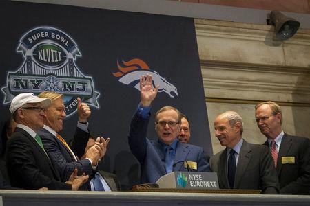 FILE PHOTO: Seattle Seahawks owner and Microsoft co-founder Paul Allen (C) waves to the trading floor after ringing the opening bell at the New York Stock Exchange in New York, U.S., January 30, 2014. REUTERS/Brendan McDermid/File Photo
