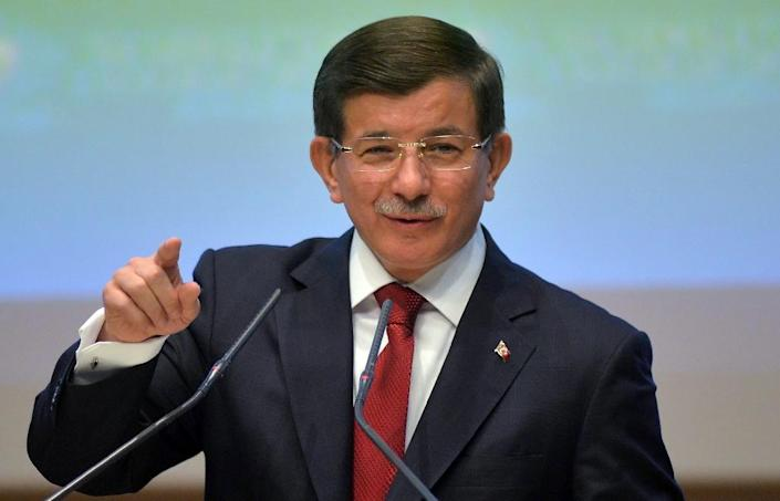 Turkish Prime Minister Ahmet Davutoglu addresses the 104th enlarged meeting of provincial chairmans of Justice and Development Party at party headquarters in Ankara on August 28, 2015 (AFP Photo/)