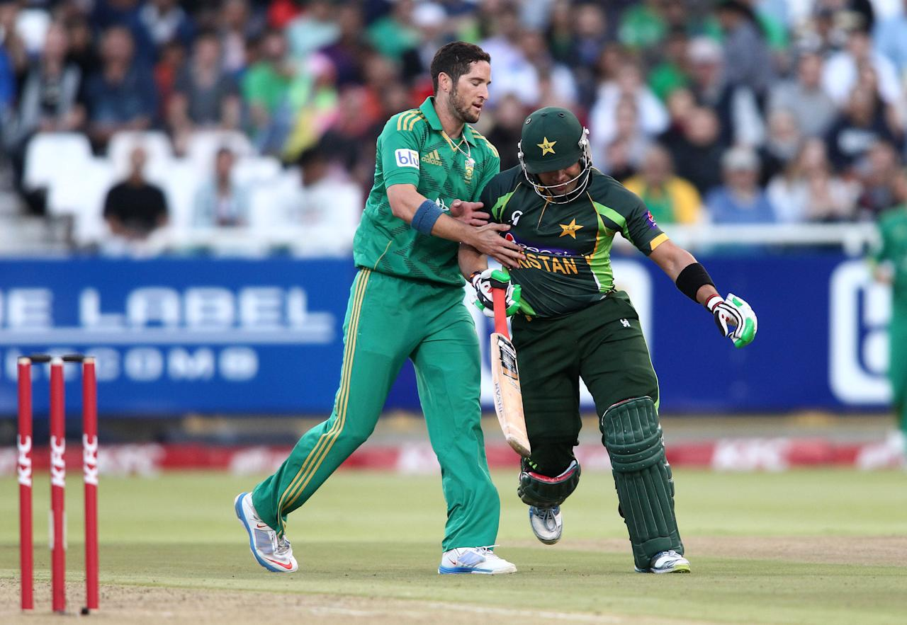 CAPE TOWN, SOUTH AFRICA - NOVEMBER 22: Wayne Parnell of South Africa and Umar Akmal of Pakistan clash during the 2nd T20 International match between South Africa and Pakistan at Sahara Park Newlands on November 22, 2013 in Cape Town, South Africa. (Photo by Shaun Roy/Gallo Images/Getty Images)