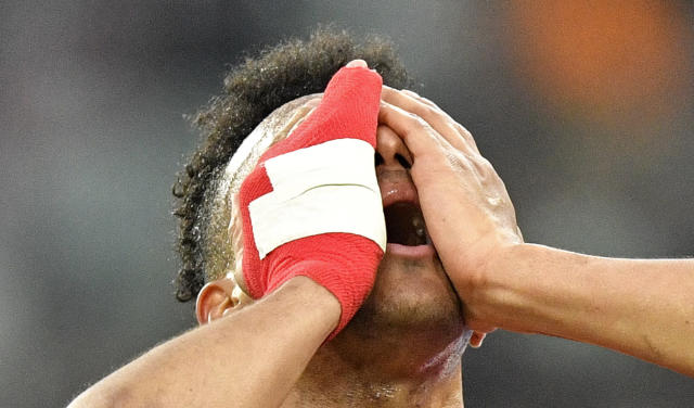 Mainz's Karim Onisiwo reacts during the German Bundesliga soccer match between Borussia Moenchengladbach and FSV Mainz 05 in Moenchengladbach, Germany, Saturday, Jan. 25, 2020. (AP Photo/Martin Meissner)