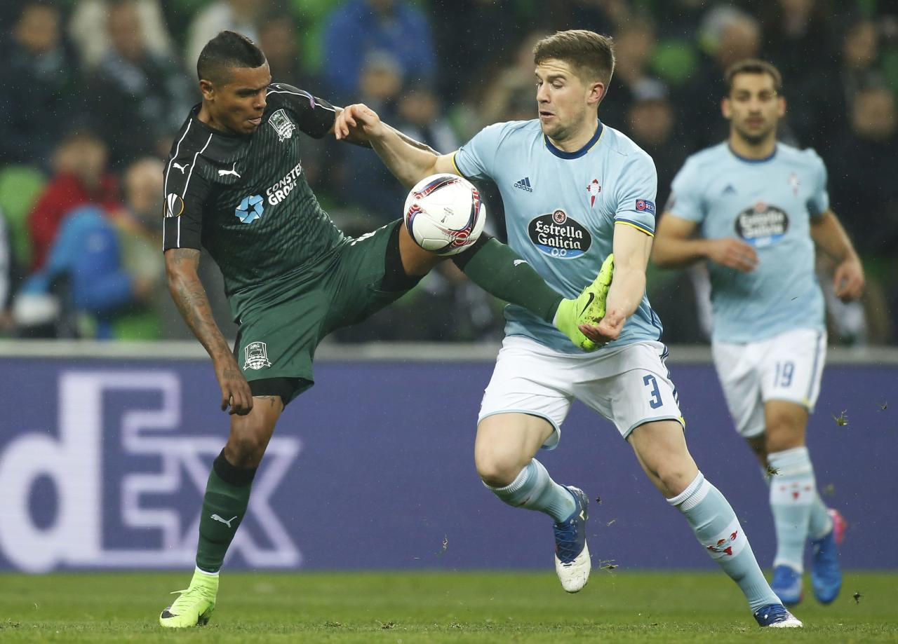 Football Soccer - FC Krasnodar v Celta Vigo - UEFA Europa League Round of 16 Second Leg - Krasnodar Stadium, Krasnodar, Russia - 16/03/17. Krasnodar's Wanderson in action against Celta Vigo's Andreu Fontas.  REUTERS/Maxim Shemetov