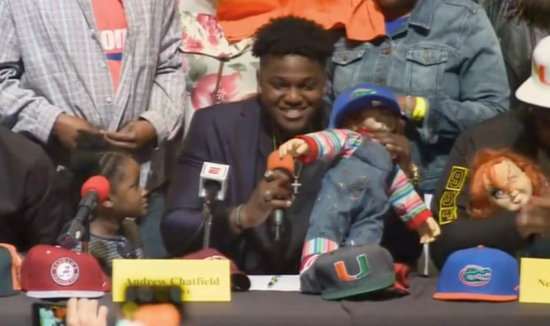 Signing Day gets awkward for Florida teen, Alabama-fan mom walks out