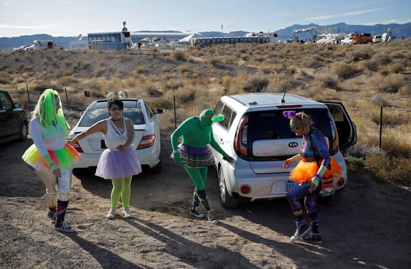 The Latest: Earthling visitors dwindling at Area 51 event
