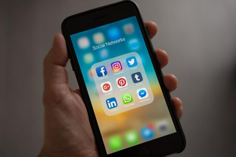 Malaysians consume most of their mobile data on social media apps such as Facebook, Instagram and YouTube. — Picture from Pexels.com