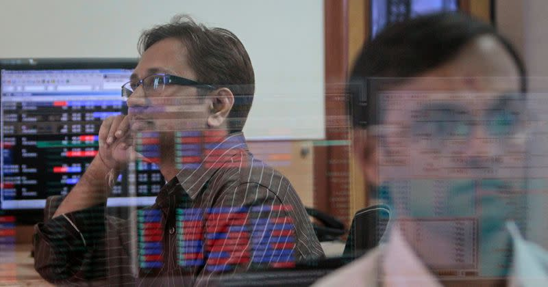 Sensex, Nifty post first weekly fall in over a month, Reliance drags