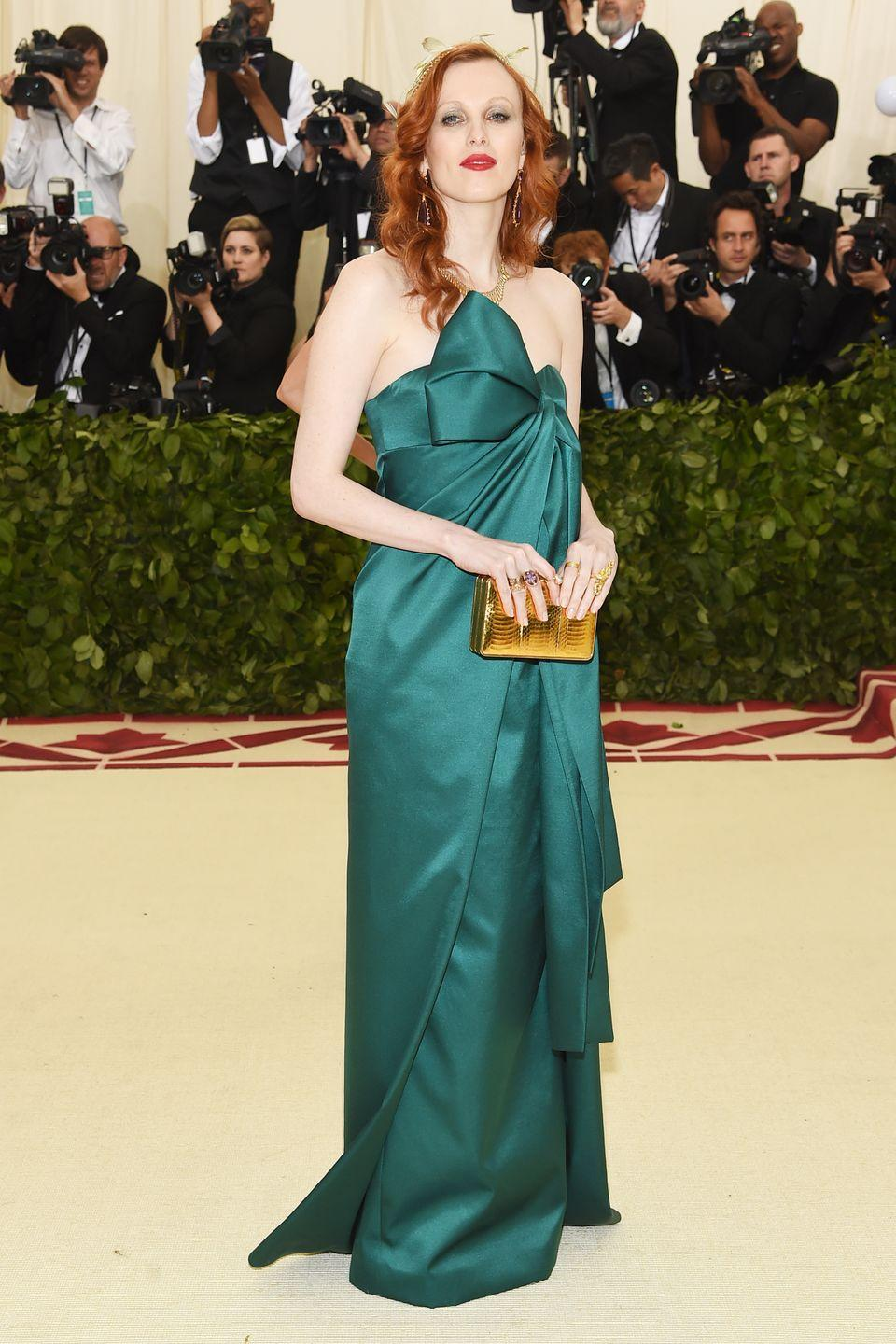 <p>Model Karen Elson turned up at the 2018 Met Gala looking like a glam version of Scottish Princess Merida in a dark green Michael Kors gown.</p>