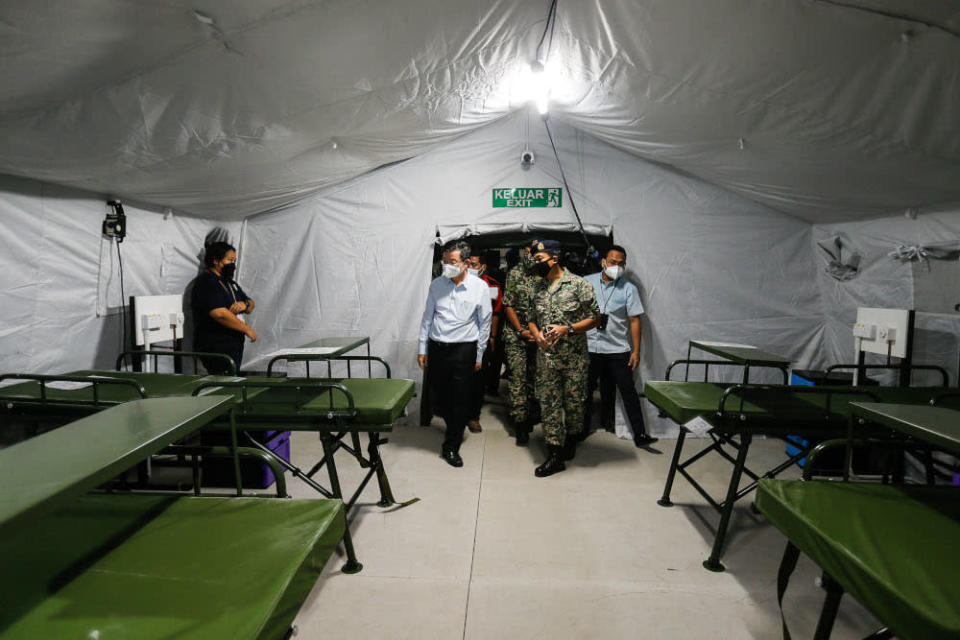 Penang Chief Minister Chow Kon Yeow being briefed by Armed Forces Commanding Officer Second Medical Battalion Lieutenant Colonel Dr Zamri Derahman (centre) during the dry run of the Royal Malaysian Army Field Hospital at Penang General Hospital, September 24, 2021. — Picture by Sayuti Zainudin