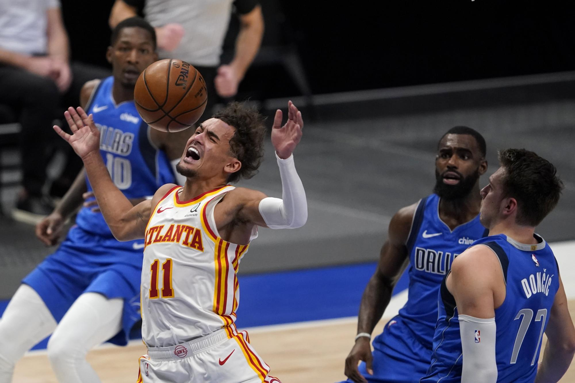 Trae Young fined $20K for berating official after game-ending no-call vs. Mavericks - Yahoo Sports