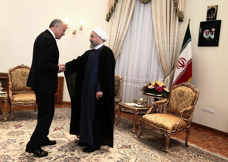 Iranian President Hassan Rouhani (R) shakes hands with French Foreign Minister Laurent Fabius ahead of talks in Tehran, on July 29, 2015 (AFP Photo/Farzaneh Khademian)