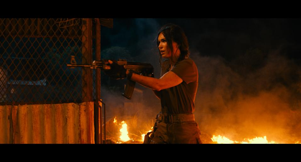 Fox carries heavy firepower in 'Rogue' (Photo: Lionsgate)