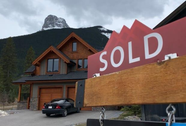 The Alberta Real Estate Association says there were 222 property sales in Canmore in the first three months of 2021. It's left the community with approximately 100 listings, a one-month supply. The average price for a typical single family home is closing in on $1.1 million.  (Bryan Labby/CBC - image credit)