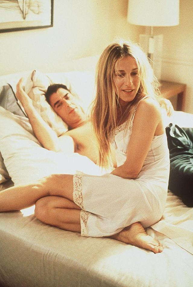 """Chris Noth appears alongside Sarah Jessica Parker on a 1999 episode of """"Sex And The City."""" (Photo: HBO)"""