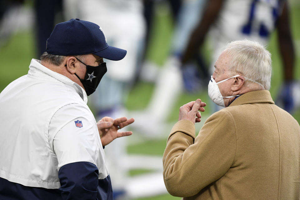 MINNEAPOLIS, MINNESOTA - NOVEMBER 22: Head coach Mike McCarthy (L) of the Dallas Cowboys speaks with team owner Jerry Jones prior to their game against the Minnesota Vikings at U.S. Bank Stadium on November 22, 2020 in Minneapolis, Minnesota. (Photo by Hannah Foslien/Getty Images)