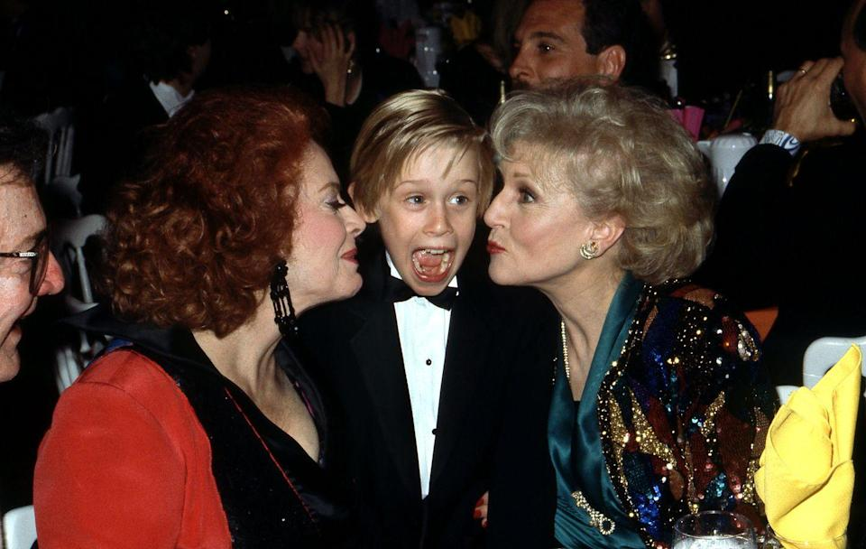 <p>White is pictured at the 5th Annual American Comedy Awards with Jayne Meadows and Macaulay Culkin in a seriously photogenic moment.<br></p>