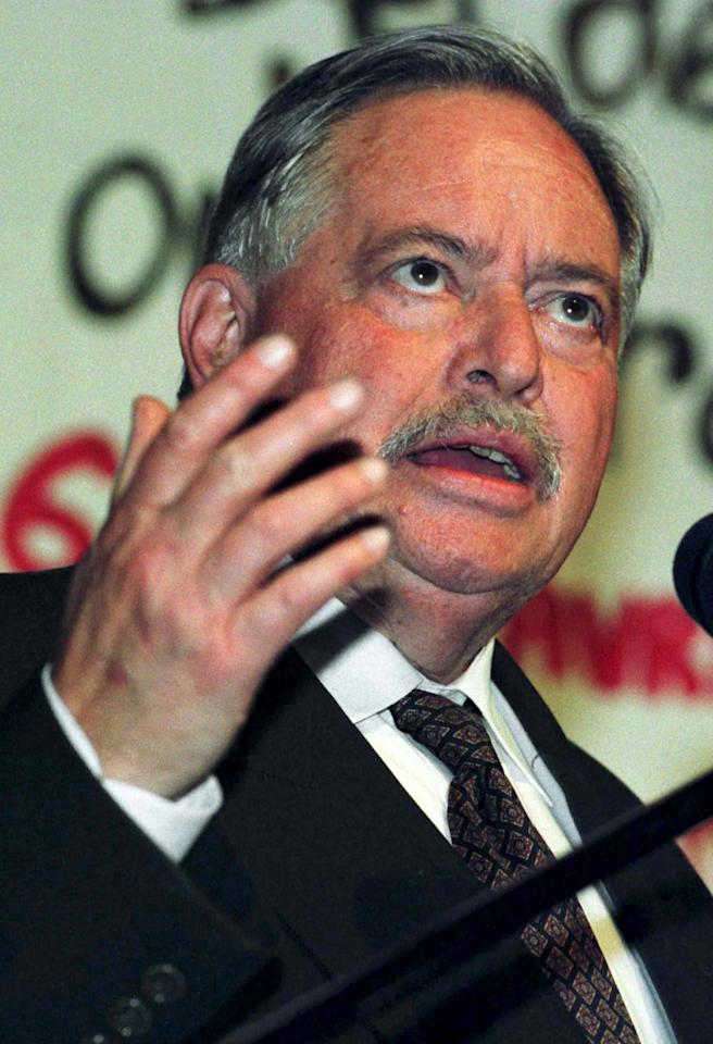 Former Quebec Premier Jacques Parizeau gives a speech to college students in Levis, near Quebec City in this April 9, 1998 file photo. Parizeau said that Jean Charest is a Canadian who accepts a national vision and has nothing to offer Quebecers. Parizeau died aged 84 on June 1, 2015. REUTERS/Didier Debusschere/Files