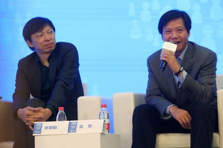 Founder and CEO of Xiaomi Lei Jun (R) speaks next to Sohu CEO Charles Zhang during a meeting at the World Internet Conference (WIC) in Wuzhen town, Zhejiang province November 20, 2014. REUTERS/Stringer