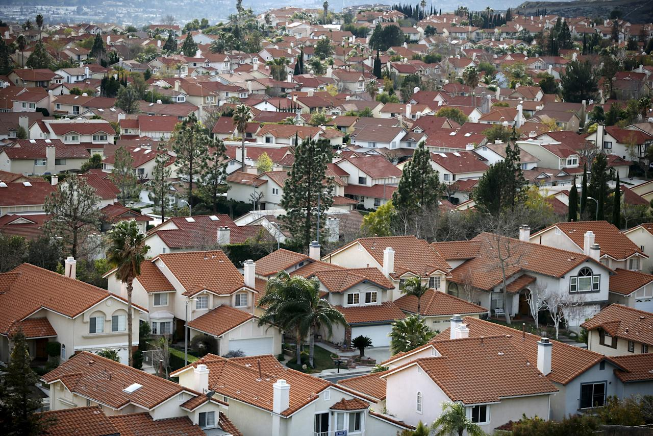 Homes are seen in Porter Ranch near the site of the Aliso Canyon storage field where gas has been leaking in Porter Ranch, California, United States, January 21, 2016. Long before the leak, utilities and national industry groups were raising alarms about the danger of aging underground storage infrastructure. Under state regulations, the leaking well's owner, Southern California Gas, faces a maximum penalty of $25,000 for the leak near Los Angeles, which is unprecedented in scale. The well has spewed methane - a potent greenhouse gas - since October and displaced thousands of people in nearby Porter Ranch. To match Exclusive LOSANGELES-GAS LEAK/REGULATION        REUTERS/Lucy Nicholson