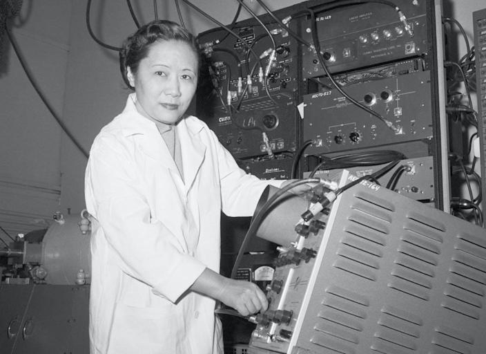 "<span class=""caption"">Chien-Shiung Wu's experiments were instrumental in supporting some of the biggest 20th-century theories in physics.</span> <span class=""attribution""><a class=""link rapid-noclick-resp"" href=""https://www.gettyimages.com/detail/news-photo/physics-professor-dr-chien-shiung-wu-in-a-laboratory-at-news-photo/515185238"" rel=""nofollow noopener"" target=""_blank"" data-ylk=""slk:Bettmann via Getty Images"">Bettmann via Getty Images</a></span>"