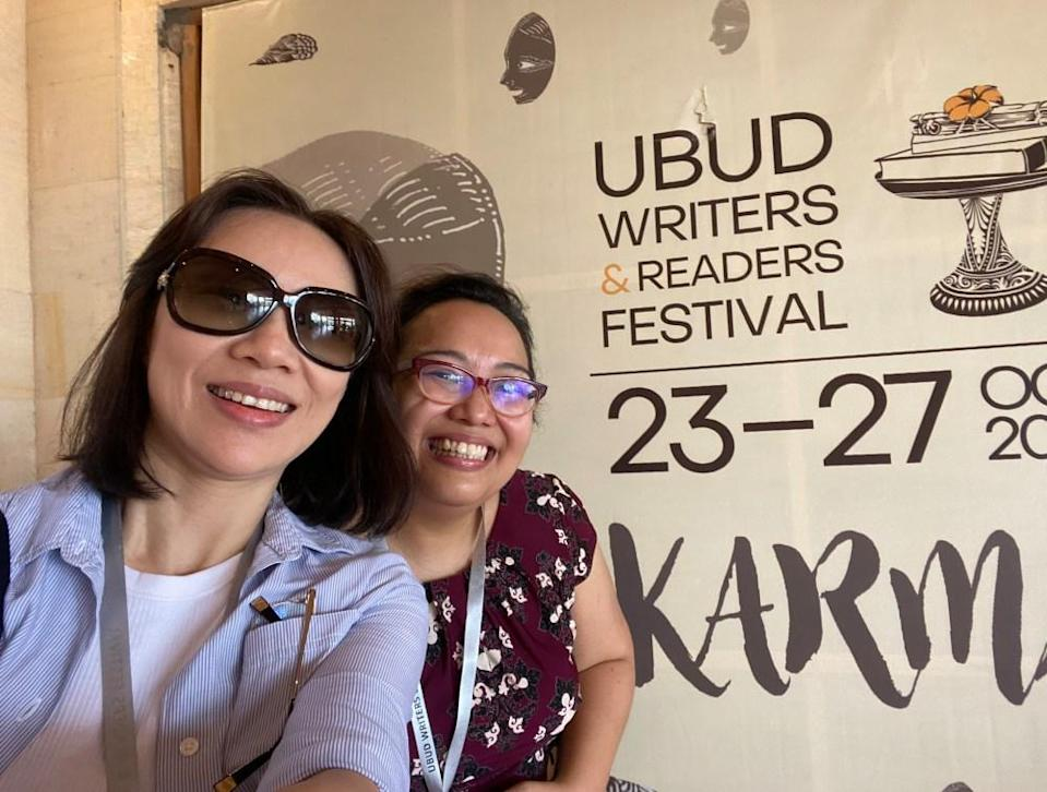 Yeong, at left, and Honey at the Ubud Writers and Readers Festival. Photo: Two Book Nerds Talking.