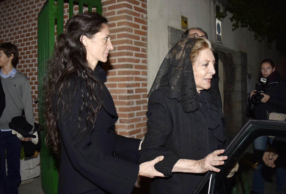 MADRID, SPAIN - NOVEMBER 17:  Pitita Ridruejo (R) attend the funeral for her husband Mike Stilianopoulos at Joaquin Costa church on November 17, 2016 in Madrid, Spain.  (Photo by Europa Press/Europa Press via Getty Images)