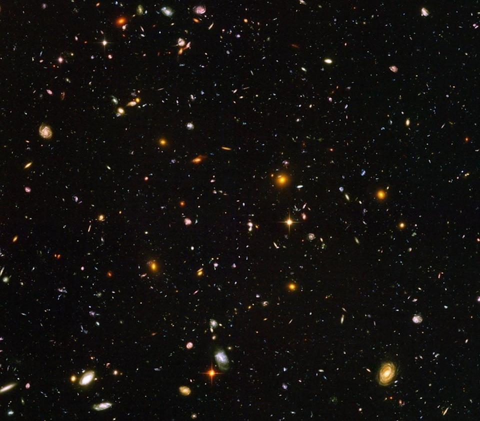 """<span class=""""caption"""">Hubble took pictures of the oldest galaxies it could – seen here – but the James Webb Space Telescope can go back much farther in time.</span> <span class=""""attribution""""><a class=""""link rapid-noclick-resp"""" href=""""https://svs.gsfc.nasa.gov/vis/a030000/a030900/a030946/hudf-hst-6200x6200_print.jpg"""" rel=""""nofollow noopener"""" target=""""_blank"""" data-ylk=""""slk:NASA"""">NASA</a></span>"""
