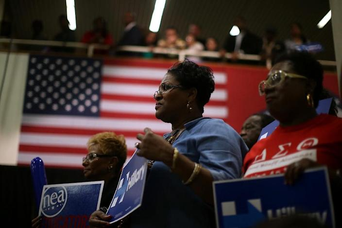 Supporters of Democratic presidential candidate Hillary Clinton look on as she speaks on February 28, 2016 in Pine Bluff, Arkansas (AFP Photo/Justin Sullivan)