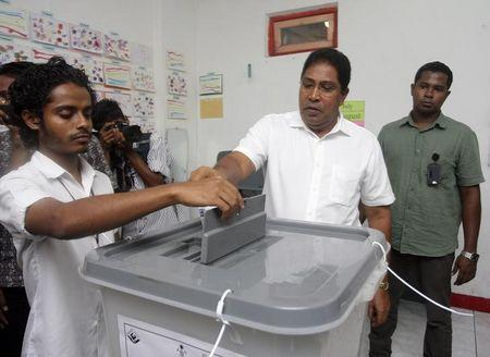 File photo: Maldivian Jumhooree Party presidential candidate Qasim Ibrahim casts his vote at a polling station during the presidential elections in Male