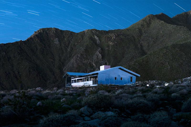 This Reflective House in the California Desert Is Mind-Bending