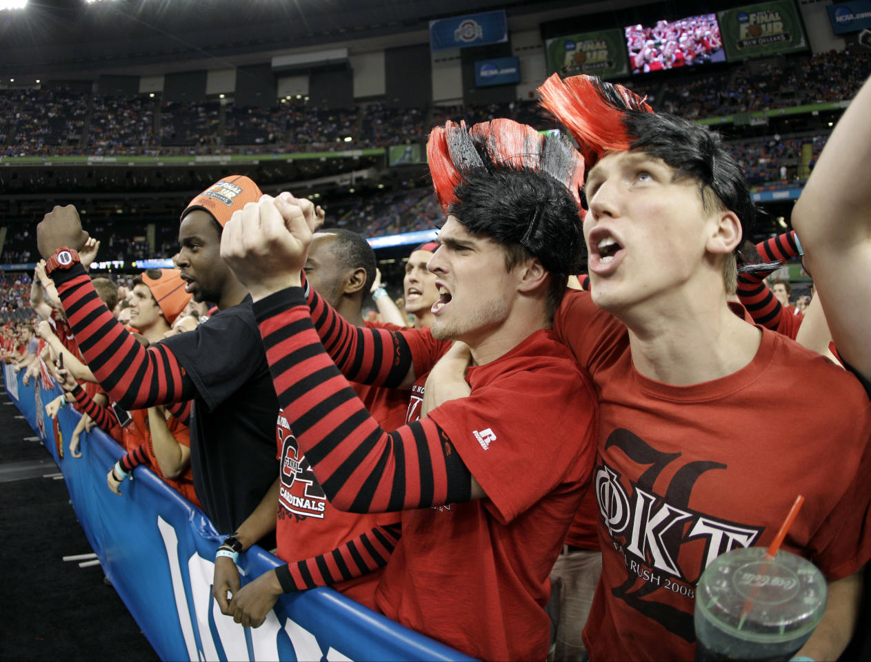 Louisville fans cheer before an NCAA Final Four semifinal college basketball tournament game between Kentucky and Louisville Saturday, March 31, 2012, in New Orleans. (AP Photo/Mark Humphrey)
