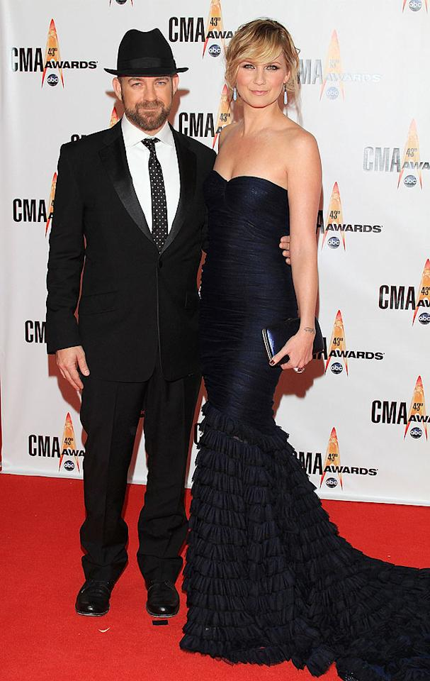 """Sugarland  Grade: A  Forget Kristian Bush! Jennifer Nettles was the best dressed beauty in attendance thanks to this midnight blue masterpiece, which featured a dramatic train. Taylor Hill/<a href=""""http://www.wireimage.com"""" target=""""new"""">WireImage.com</a> - November 11, 2009"""