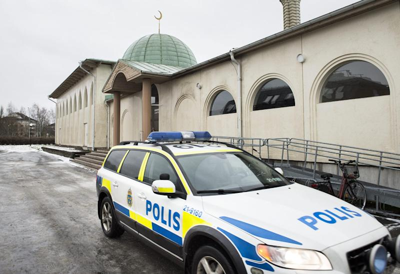 Swedish police said a Molotov cocktail was thrown at a mosque in Uppsala, on January 1, 2015 (AFP Photo/Pontus Lundahl)