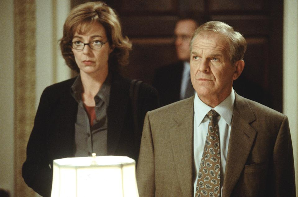 Allison Janney as C.J. Cregg and John Spencer as Leo McGarry – ©Warner Brothers 2001