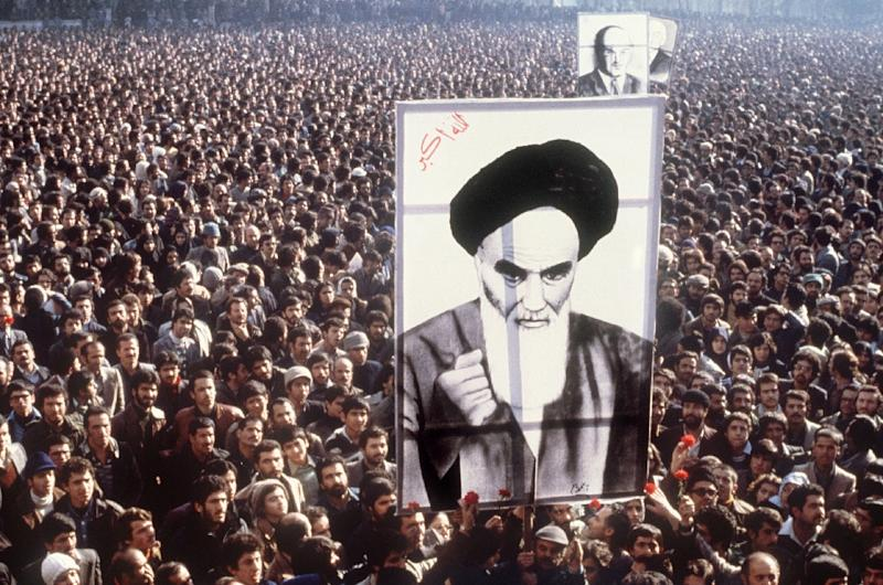 Protesters carry a giant portrait of Khomeini at a demonstration against the shah in Tehran in January 1979 (AFP Photo/-)