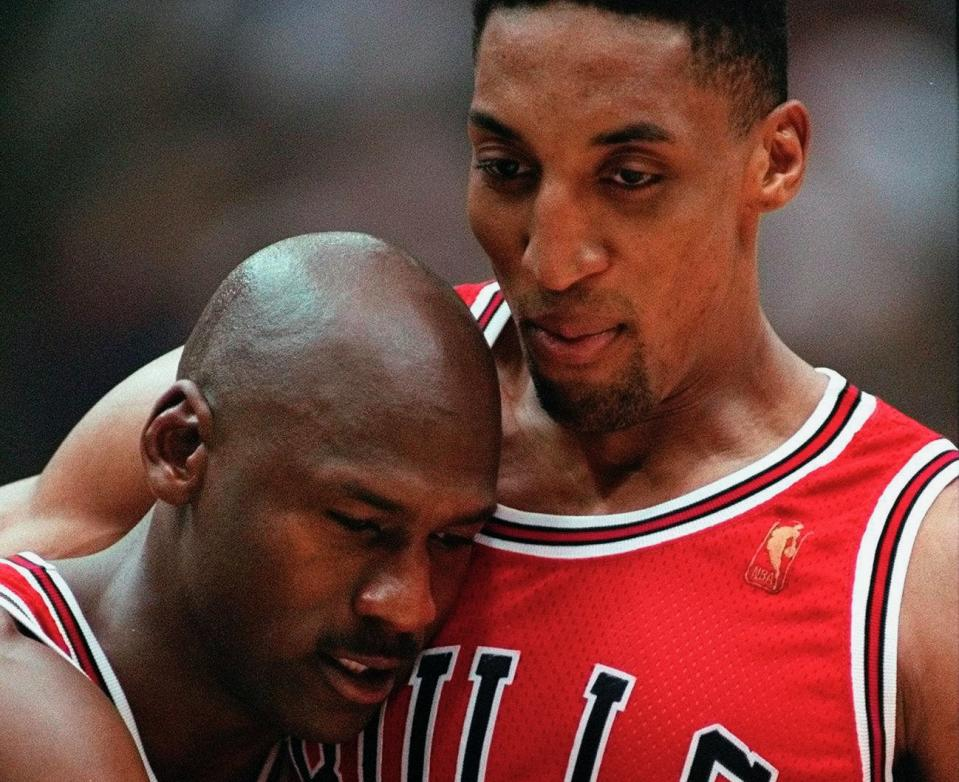 Michael Jordan Scottie Pippen(AP Photo/Jack Smith, File)