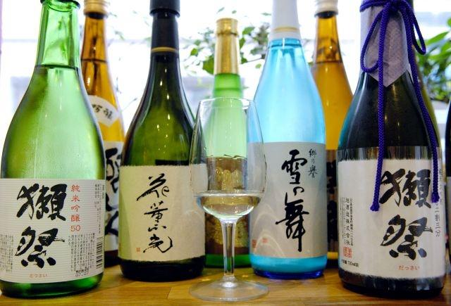 French gastronomes savour sake, Japan's humble rice drink