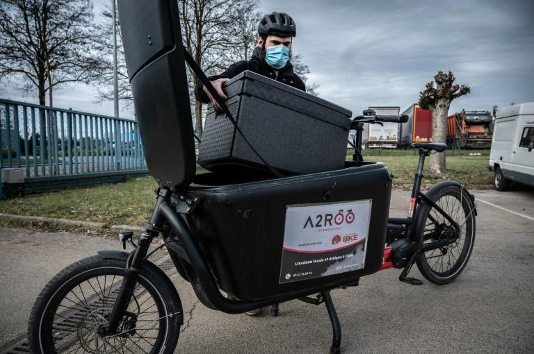 French associations are trying to prove it's possible to pay delivery riders a minimum wage