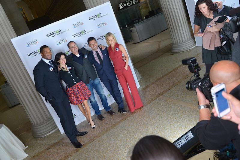 (From L) Michael Strahan, Jessica Seinfeld, Jerry Seinfeld, Mark Consuelos and Kelly Ripa attend Amazon Studios Premiere Screening for 'Alpha House', in New York, on November 11, 2013 (AFP Photo/Michael Loccisano)