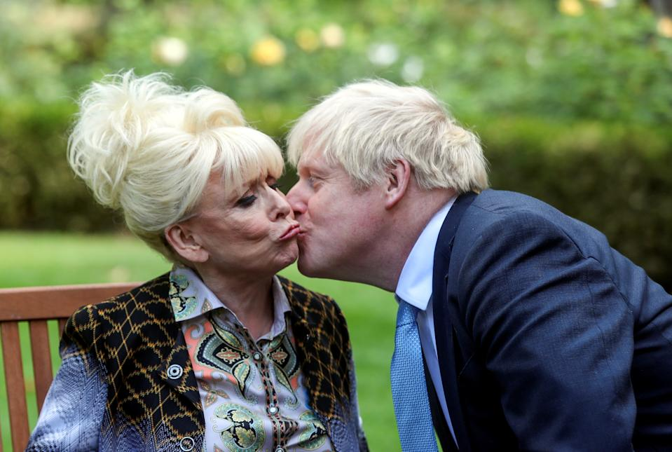 LONDON, ENGLAND - SEPTEMBER 02: Britain's Prime Minister Boris Johnson kisses television actor Barbara Windsor during a meeting in London on September 2, 2019 in London, England. Barbara Windsor, who suffers from Alzheimers, met with the Prime Minister at 10 Downing Street to discuss dementia care. (Photo by Simon Dawson - WPA Pool/Getty Images)
