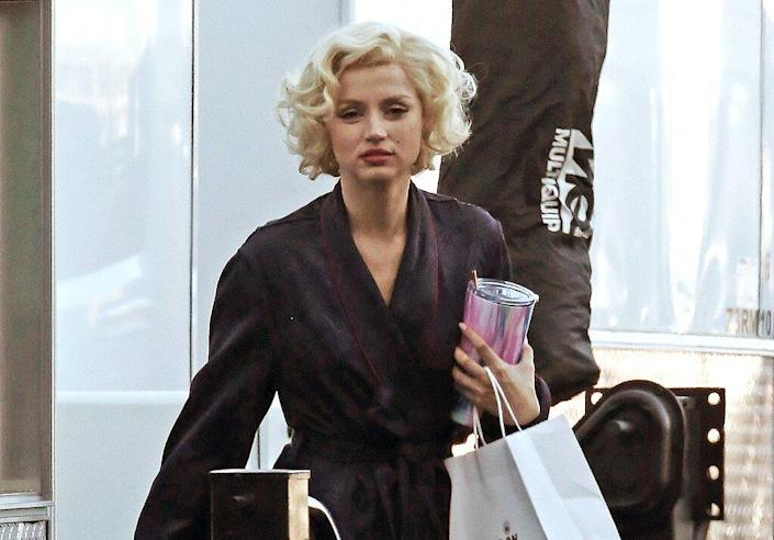 """Ana De Armas looks strikingly similar to the late Marilyn Monroe as she is seen on the filmset of """"Blonde"""" A fictionalized chronicle of the inner life of Marilyn Monroe."""