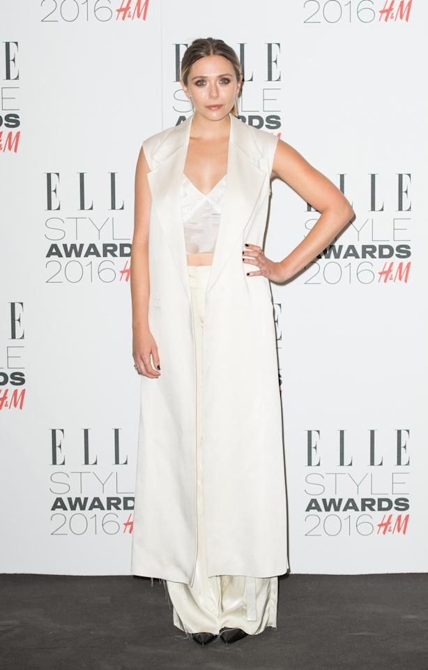 <p>The actress looked fresh in an all-white outfit of flared trousers, a sleeveless duster, and a crop top. (<i>Photo: Getty Images</i>) <br /></p>