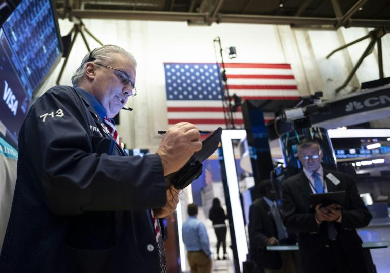 US stocks staged a rally in the final 30 minutes to conclude a bruising week on a positive note